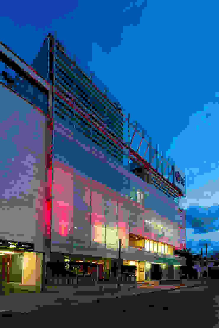 Pareti & Pavimenti in stile moderno di MRV ARQUITECTOS Moderno