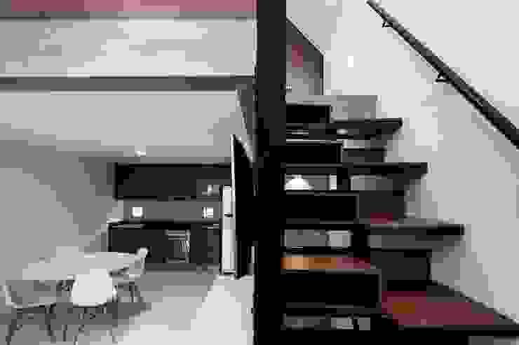 Corridor & hallway by DMP Arquitectura,