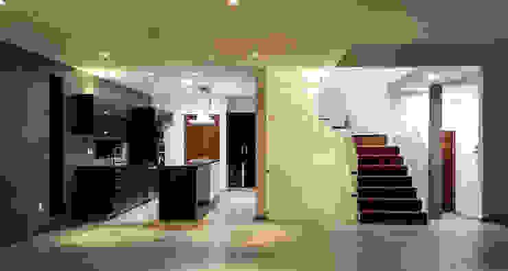 Estilo Homes Ingresso, Corridoio & Scale in stile minimalista Grigio
