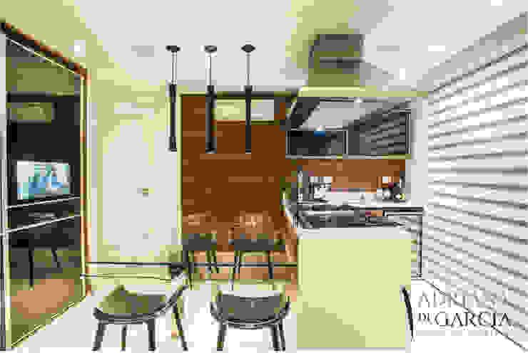 Modern Terrace by Adriana Di Garcia Design de Interiores Ltda Modern