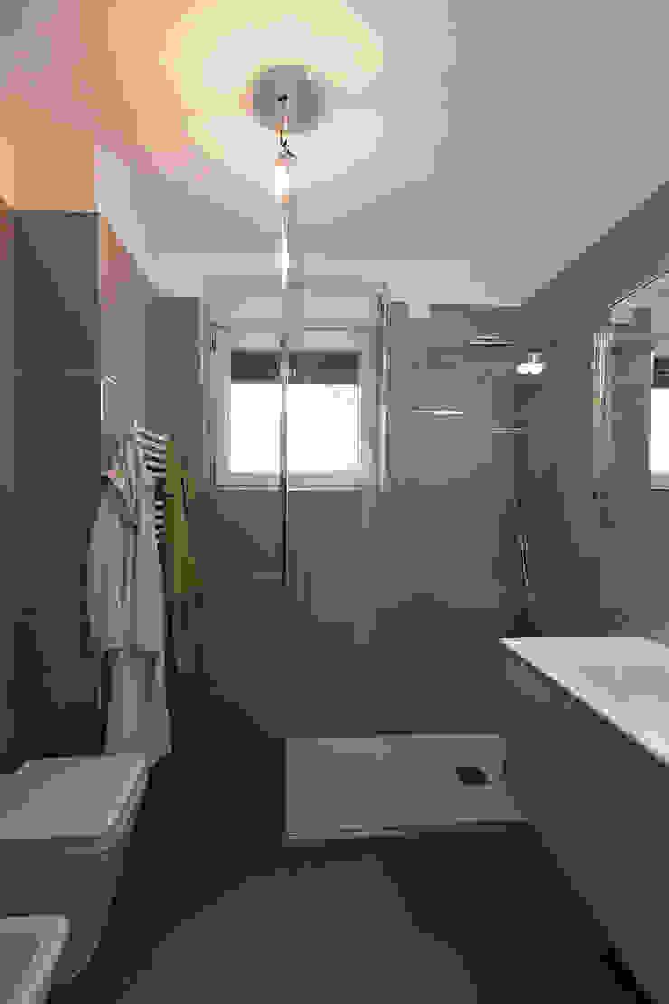 Baños de estilo moderno de Laura Galli Architetto Moderno