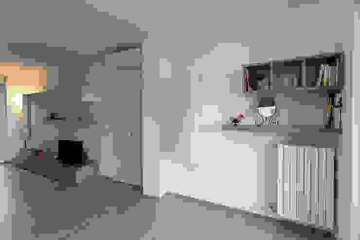 غرفة المعيشة تنفيذ Laura Galli Architetto,