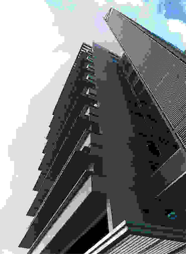 Torre Proksol Paredes y pisos de estilo moderno de MRV ARQUITECTOS Moderno