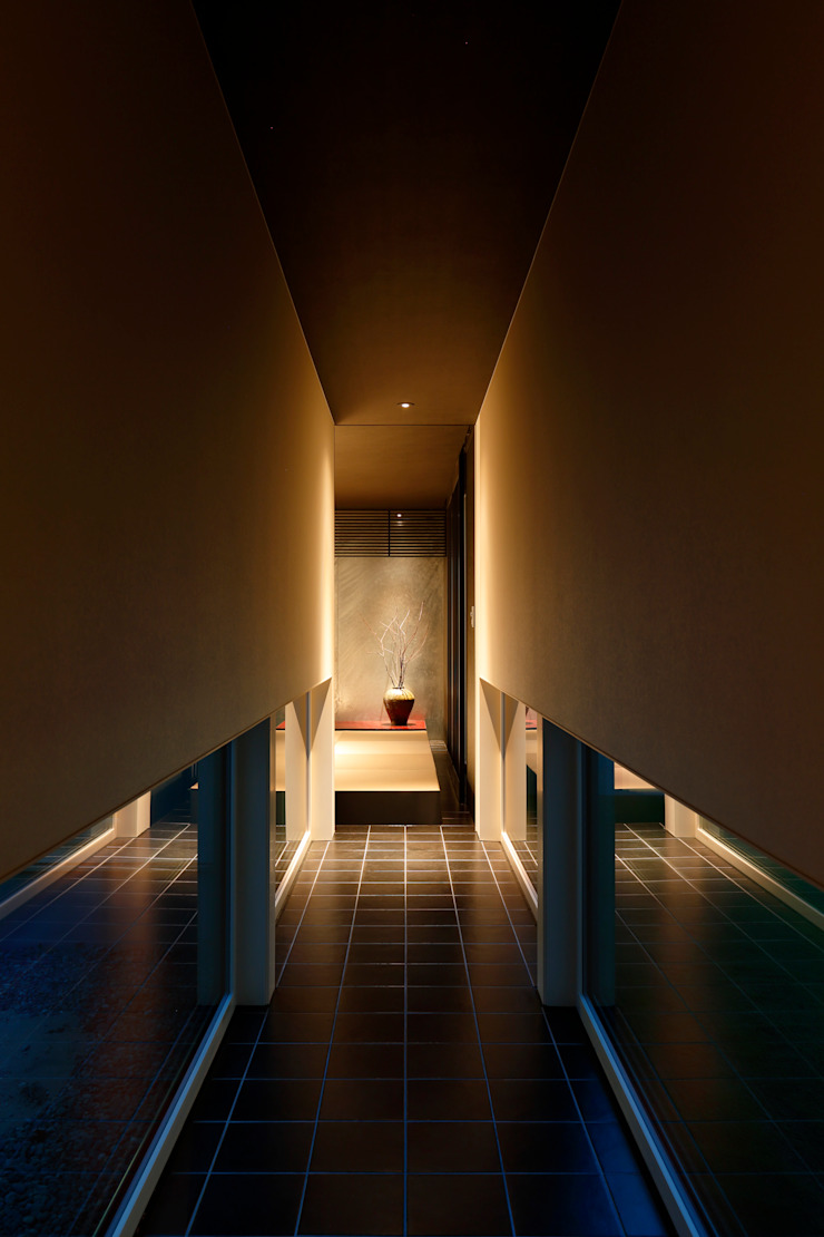 Eclectic style corridor, hallway & stairs by MooS/ムース Eclectic