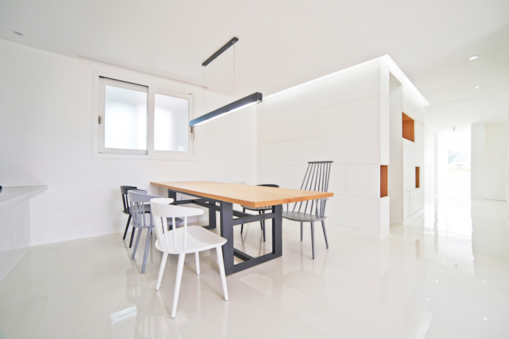 Comedores de estilo minimalista de seukhoonkim Minimalista