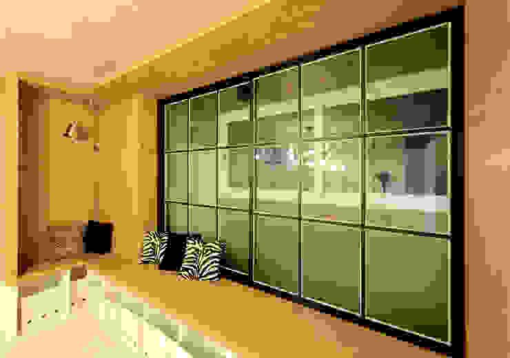 서재 창가 독서벤치 모던스타일 미디어 룸 by designvom 모던