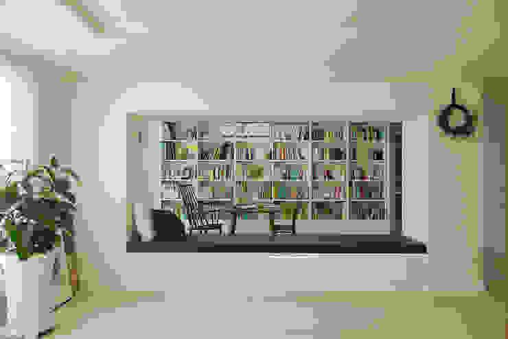 Ruang Studi/Kantor Modern Oleh homify Modern