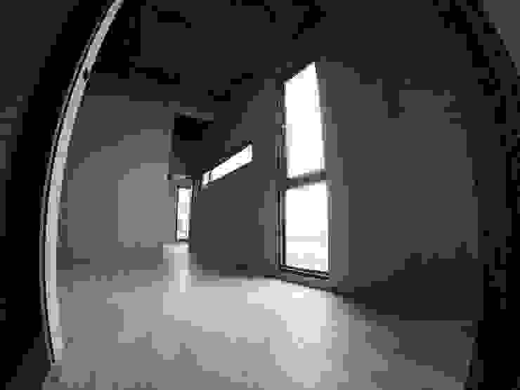 別墅施作中-記錄 斯堪的納維亞風格的走廊,走廊和樓梯 根據 光島室內設計 北歐風