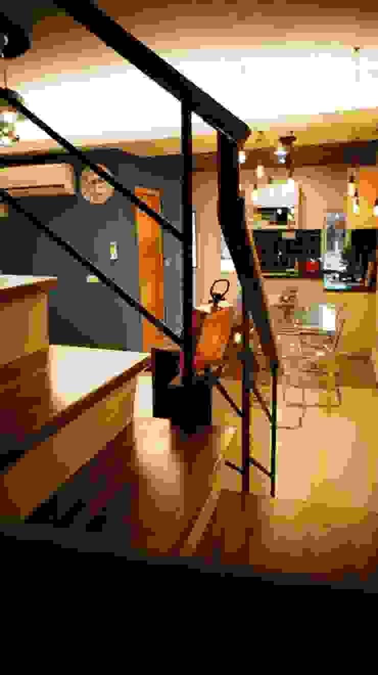 紋身師的家 隨意取材風玄關、階梯與走廊 根據 七輪空間設計 隨意取材風