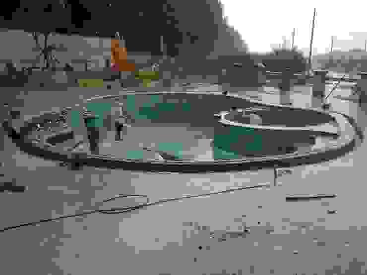 สระว่ายน้ำสโมสรหมู่บ้านแผ่นดินทองพร้อมคลับเฮ้าส์ บ่อวิน โดย Pakinswimmingpool