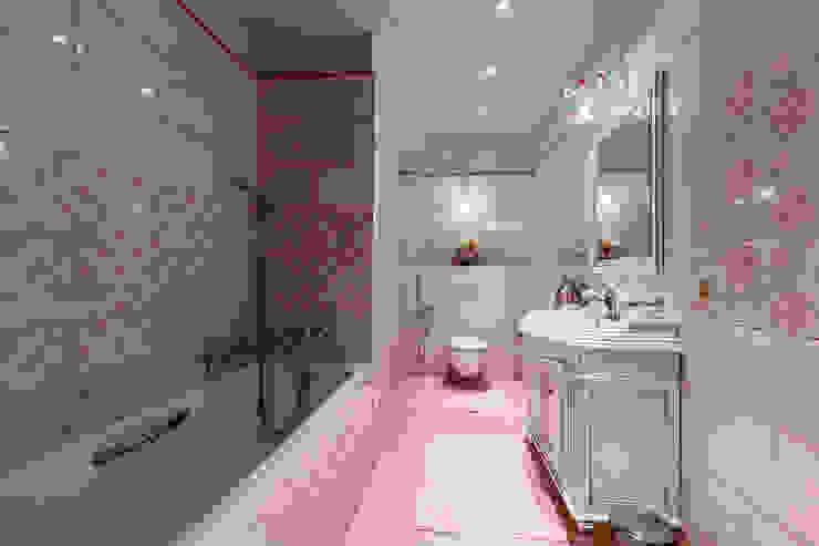 Дизайн бюро Оксаны Моссур Classic style bathroom Pink