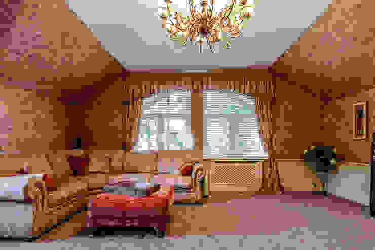 Дизайн бюро Оксаны Моссур Classic style media room Amber/Gold