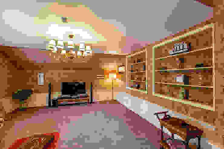 Classic style media rooms by Дизайн бюро Оксаны Моссур Classic