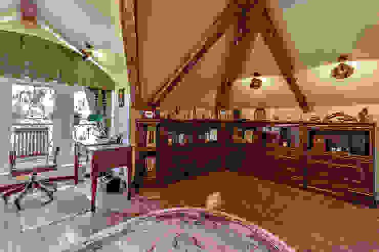 Classic style study/office by Дизайн бюро Оксаны Моссур Classic
