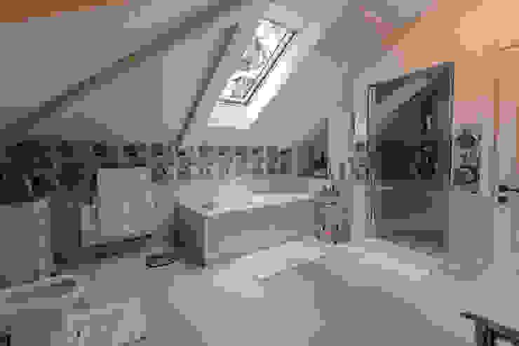 Salle de bain classique par Дизайн бюро Оксаны Моссур Classique
