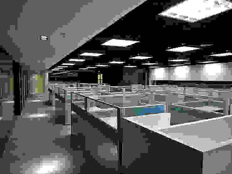 天津 頂雅開發辦公室 根據 直譯空間設計有限公司 現代風