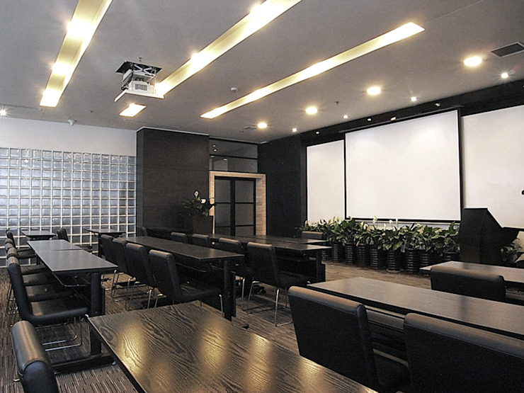 直譯空間設計有限公司 Salones de conferencias Blanco