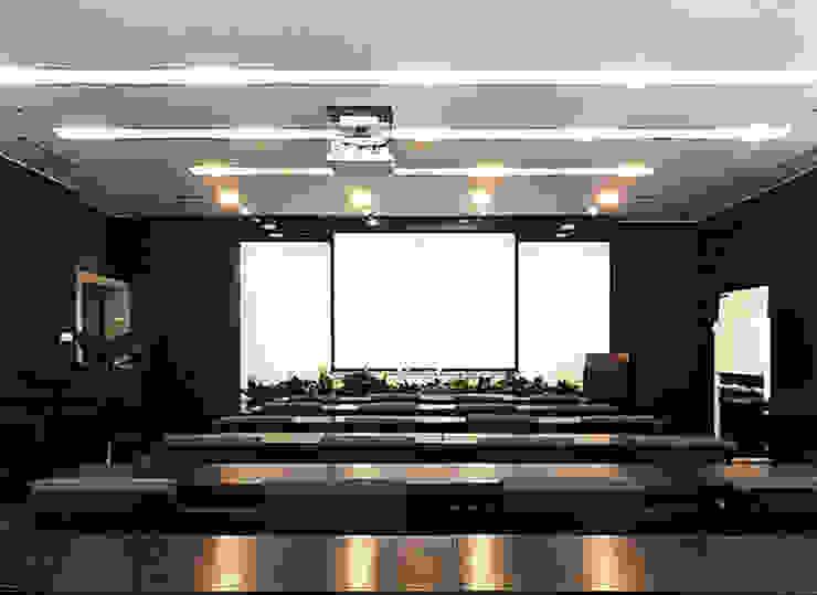 直譯空間設計有限公司 Salones de conferencias Negro