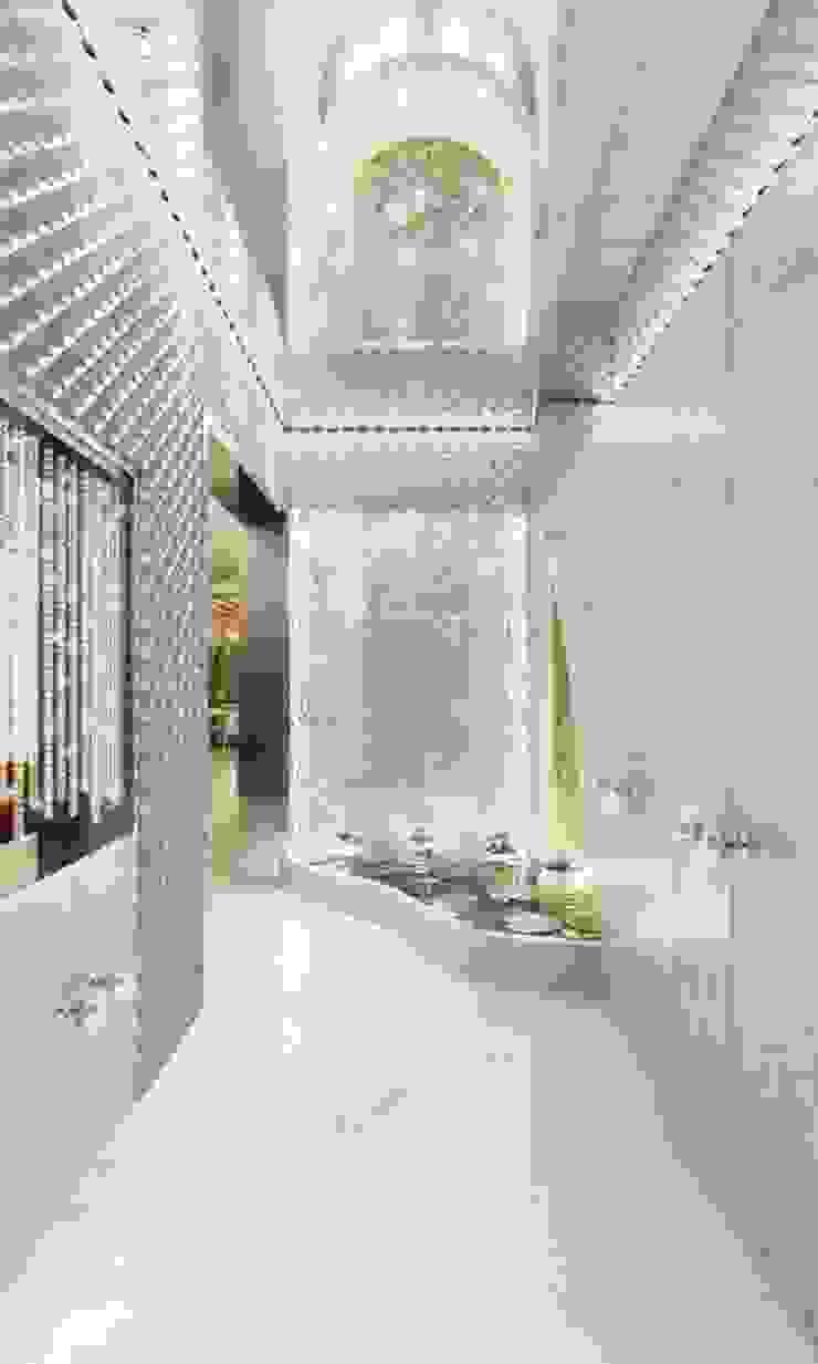 AAMRAPALI BHOGLE Ingresso, Corridoio & Scale in stile classico Arenaria Bianco