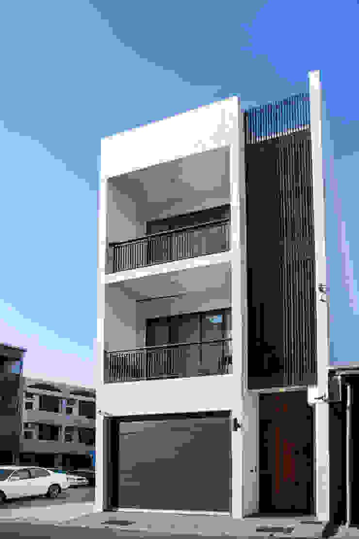 直譯空間設計有限公司 Casas de estilo moderno Blanco