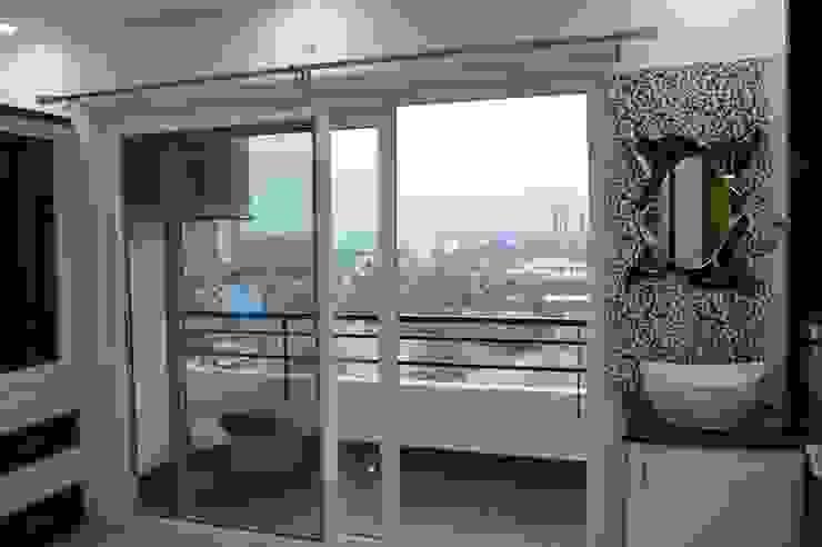 Modern balcony, veranda & terrace by Heavenly Decor Modern