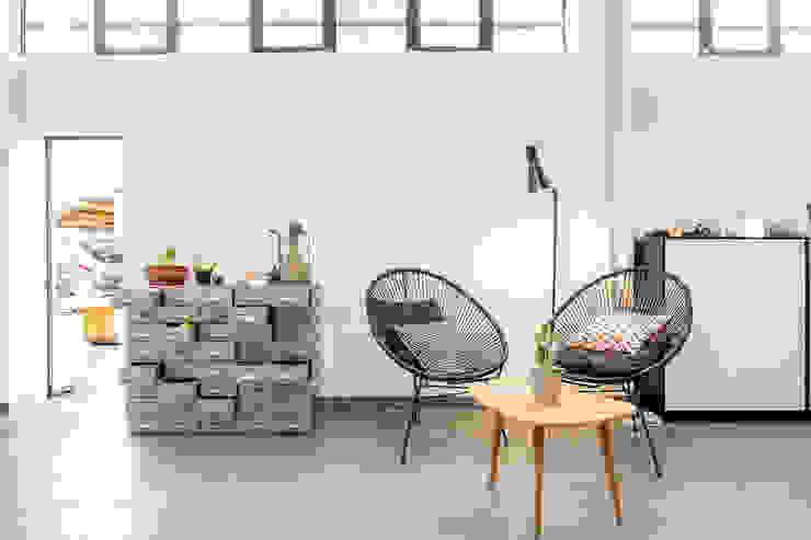 Area relax:  in stile industriale di Lascia la Scia S.n.c., Industrial Metallo