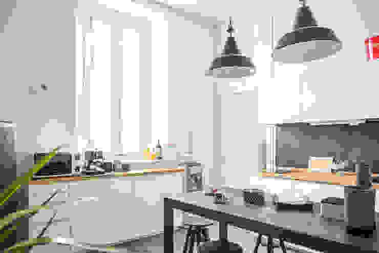 Cucina studio di Lascia la Scia S.n.c. Scandinavo Legno Effetto legno