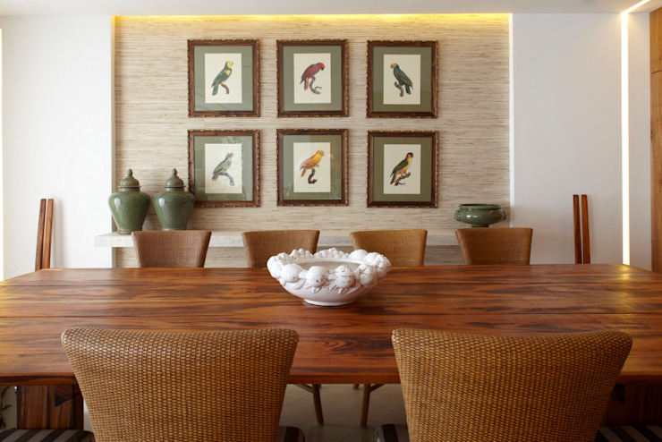 STUDIO GUTO MARTINS Tropical style dining room