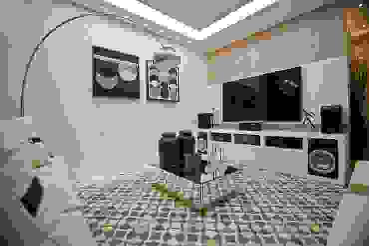 Sala TV Salas de estar modernas por TODDO Arquitetura e Engenharia Moderno