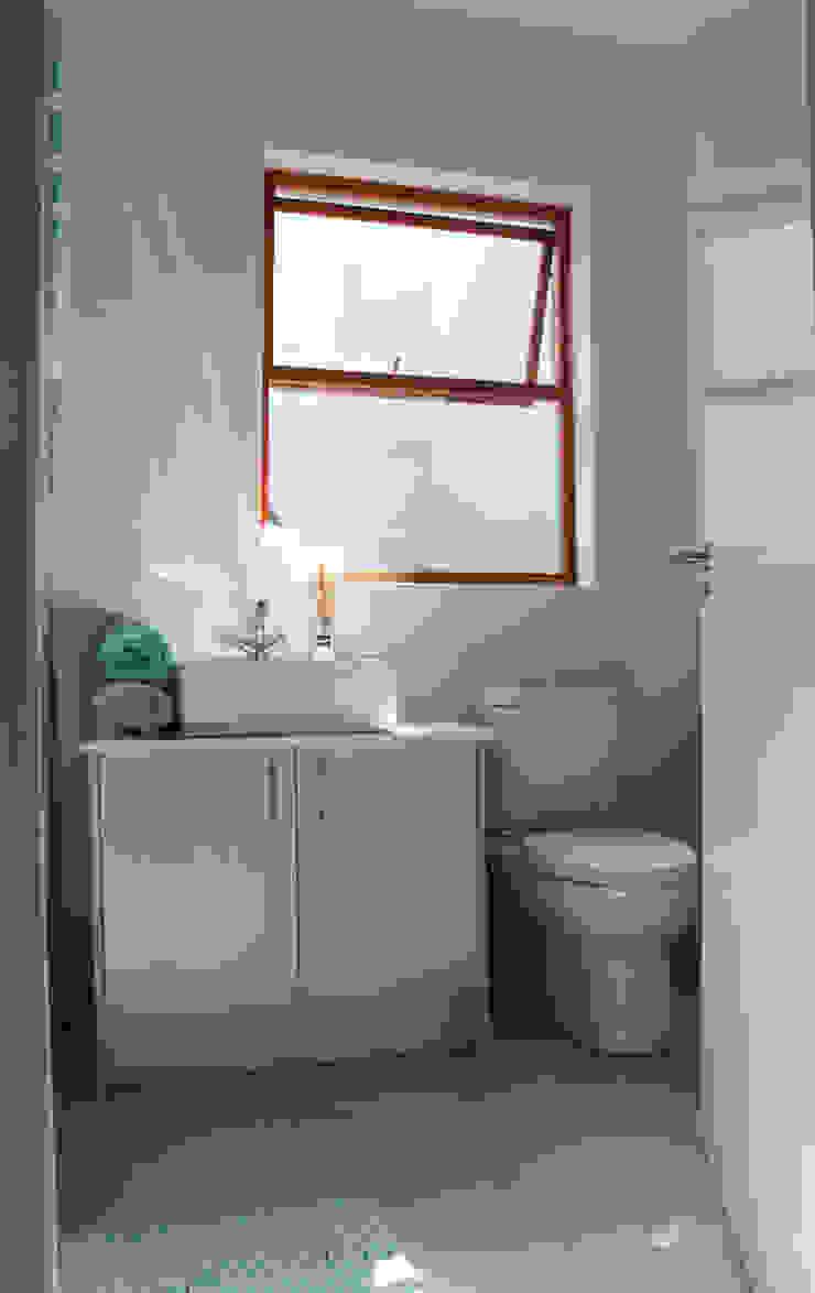 Baños de estilo clásico de Covet Design Clásico