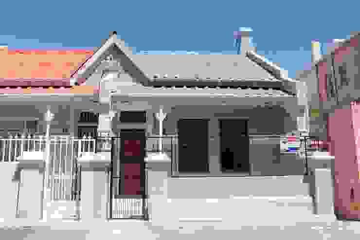 Casas de estilo clásico de Covet Design Clásico