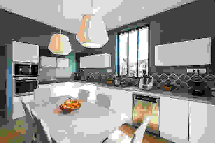 Cuisine contemporaine et douce maison bourgeoise von Pièces ...
