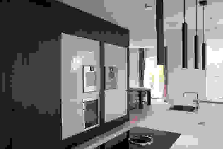 Centraal blok in Amerikaans noten Moderne keukens van Vonder Modern Hout Hout