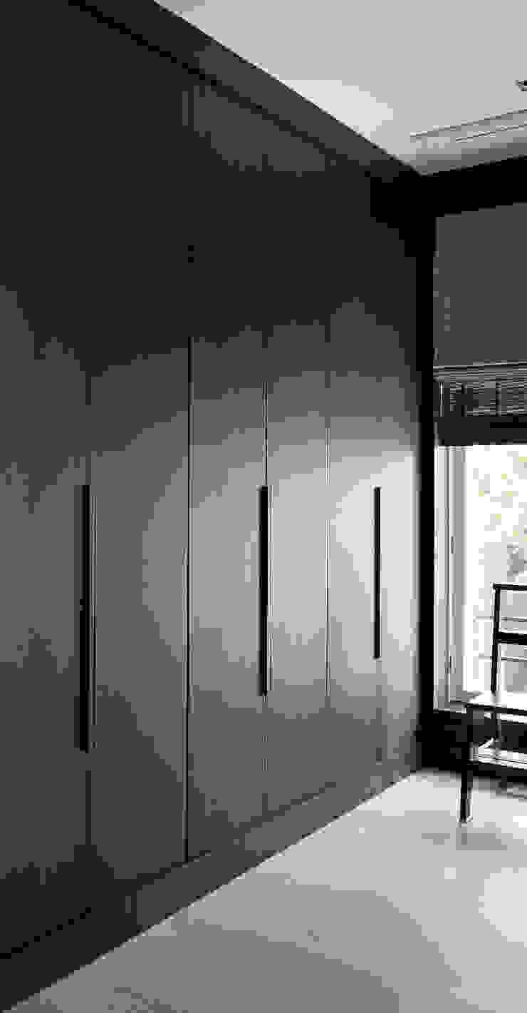 Garderobekasten met ingelaten grepen Moderne kleedkamers van Vonder Modern Hout Hout