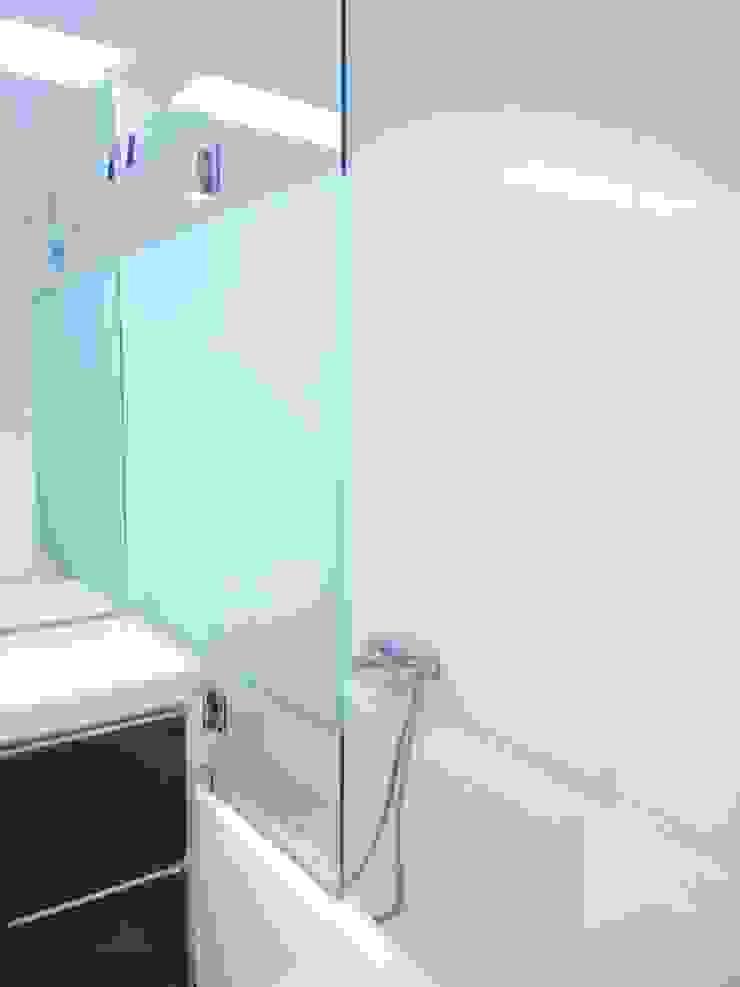 MUDA Home Design Modern style bathrooms