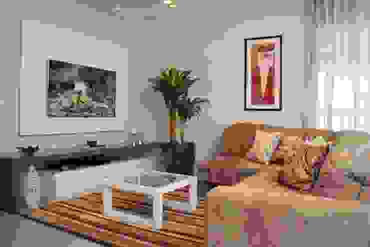 现代客厅設計點子、靈感 & 圖片 根據 LX Arquitetura 現代風
