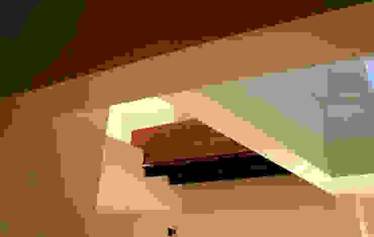 Malinalco Pasillos, vestíbulos y escaleras modernos de BulAu Moderno