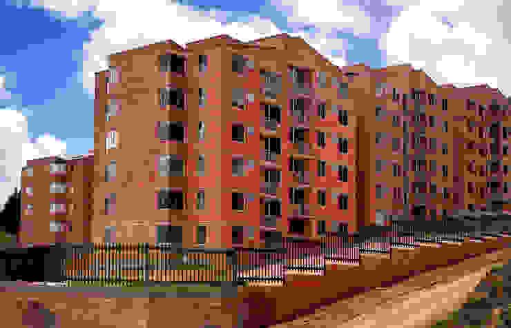FACHADAS FARIAS SAS ARQUITECTOS Casas de estilo clásico Ladrillos Naranja