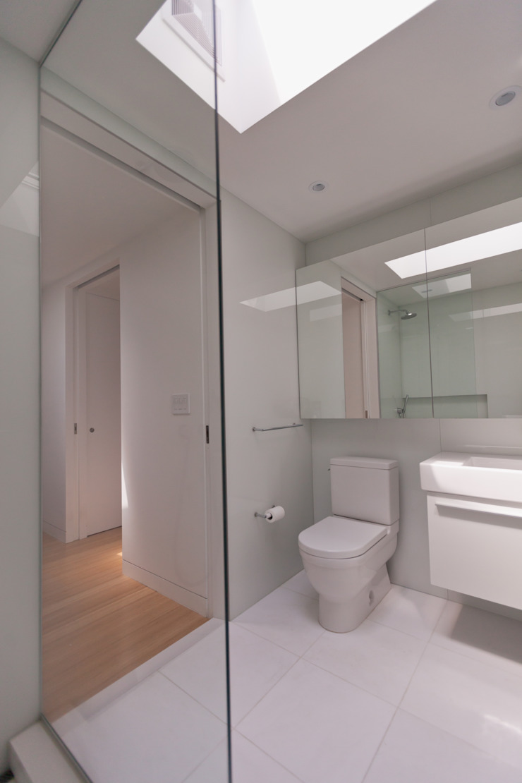 Sarah Jefferys Design Modern bathroom