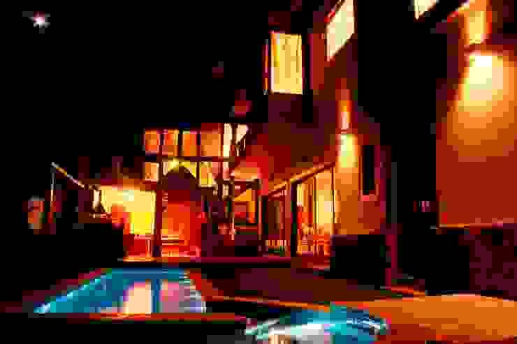 Casas de estilo rústico de Barros e Zanolini Arquitetura e construção Rústico Madera maciza Multicolor