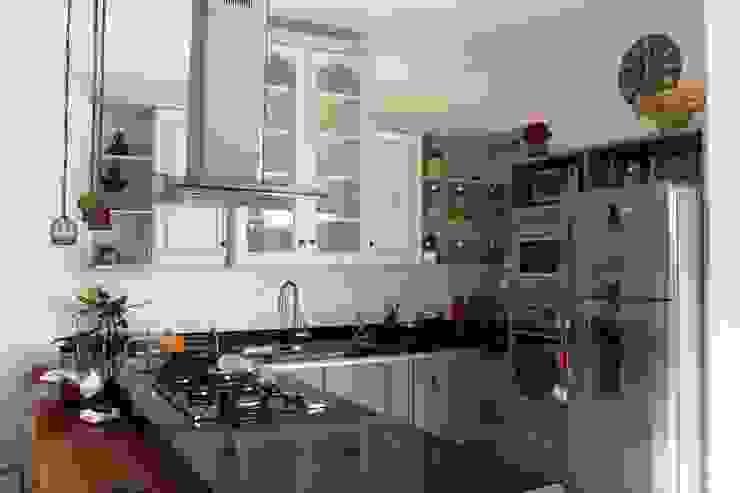 Kitchen by Barros e Zanolini Arquitetura e construção, Rustic