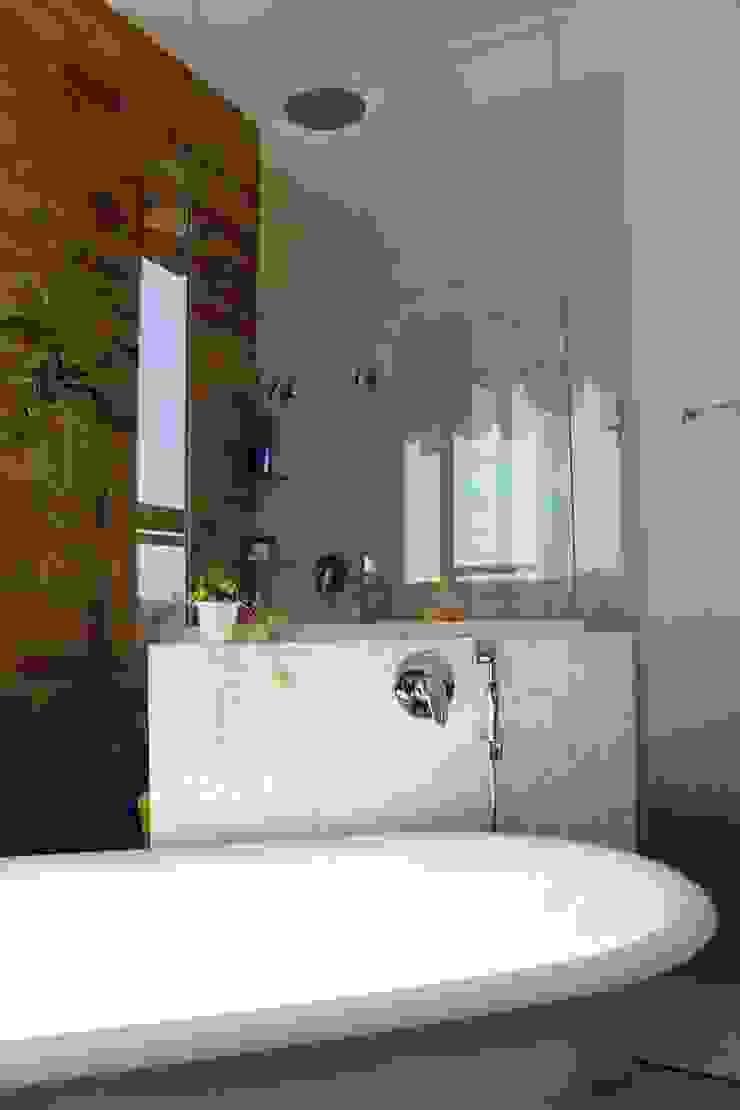 Baños de estilo rústico de Barros e Zanolini Arquitetura e construção Rústico