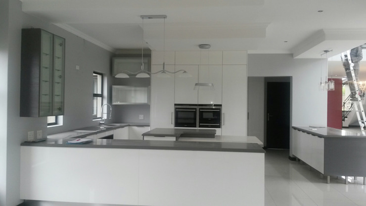 Première Interior Designs KitchenCabinets & shelves White