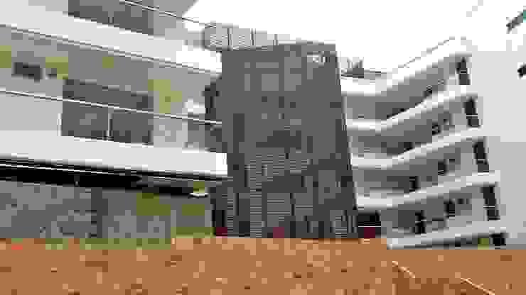 Tropische Häuser von FARIAS SAS ARQUITECTOS Tropisch Metall