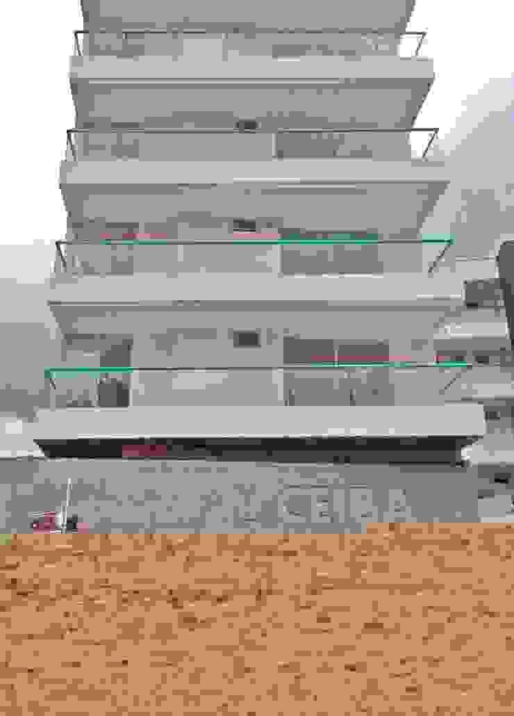 Tropische Häuser von FARIAS SAS ARQUITECTOS Tropisch Beton