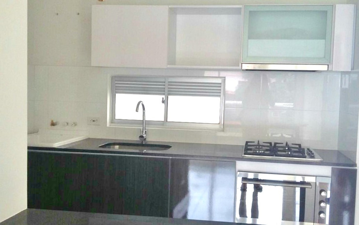 Tropische Küchen von FARIAS SAS ARQUITECTOS Tropisch Marmor