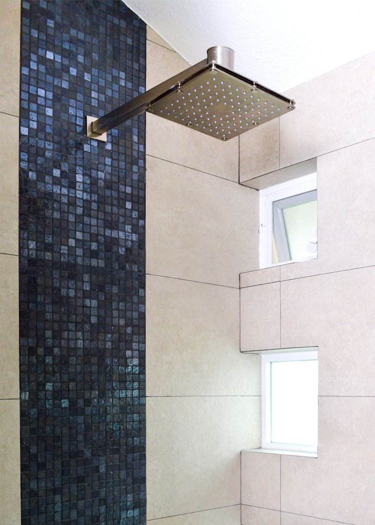 Modern bathroom by GHT EcoArquitectos Modern Tiles