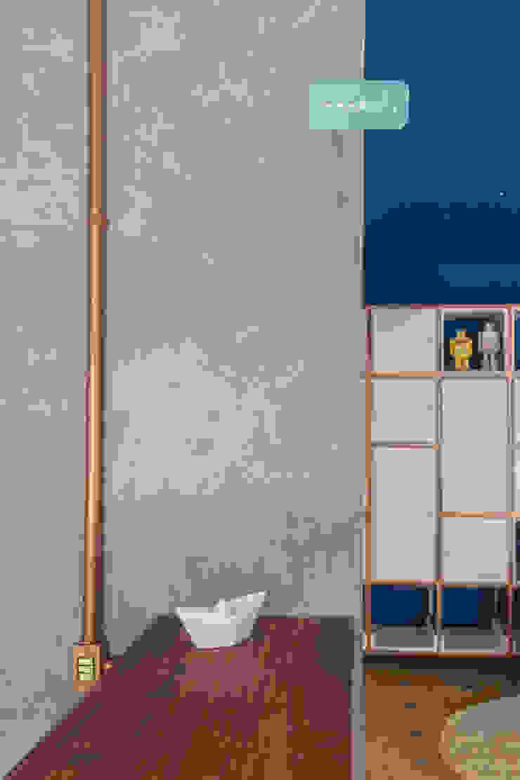 Spazi commerciali in stile eclettico di POCHE ARQUITETURA Eclettico Cemento