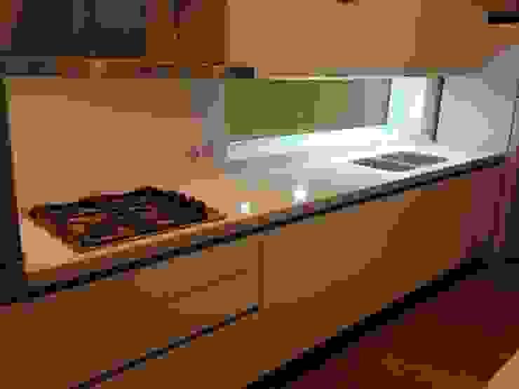 Cozinhas minimalistas por MOBILFE Minimalista