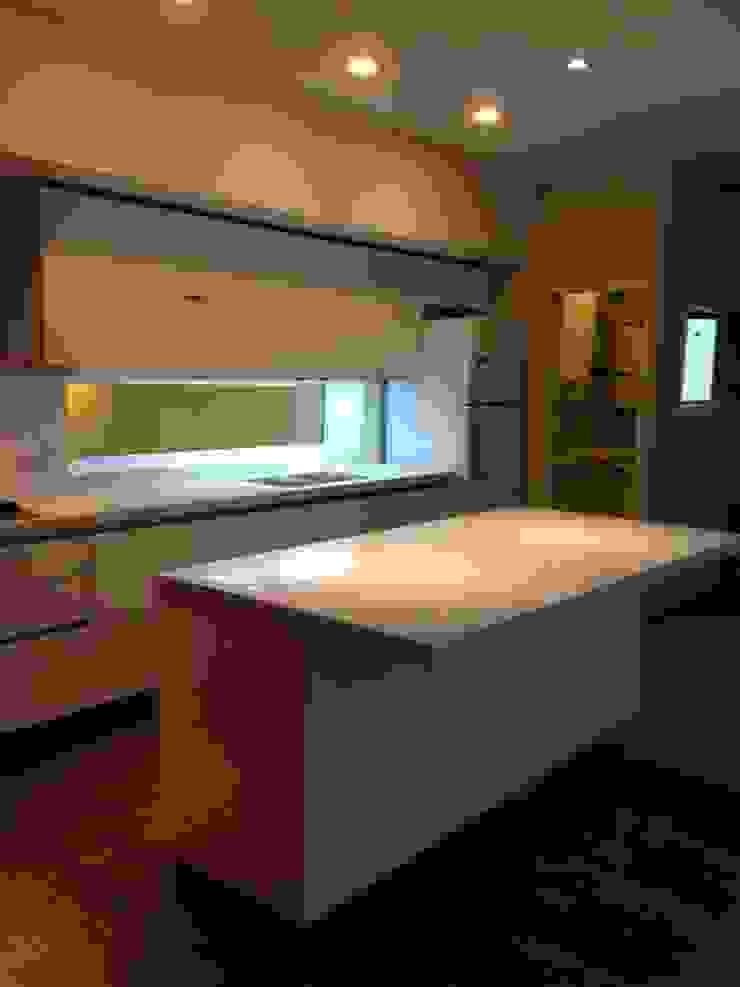 Minimalist kitchen by MOBILFE Minimalist